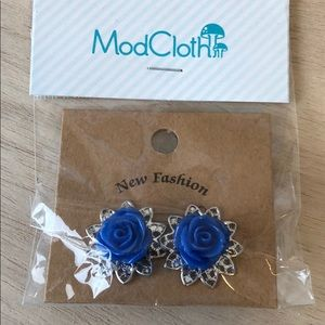 ModCloth Blue floral earrings silver tone